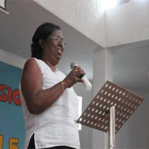 Rev.-Lola-Lavénérable